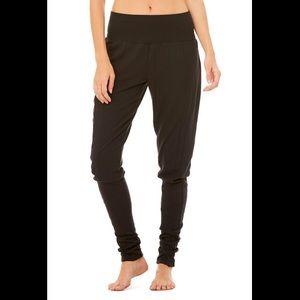 Alo Contour Sweatpants in Black M